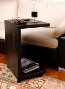 Sofa- Seitentisch auf Rollen